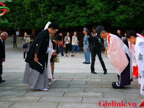 Tìm hiểu văn hóa cúi chào của người Nhật trước khi sang Nhật